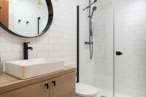 Moderno aseo de una reforma baño en Logrono